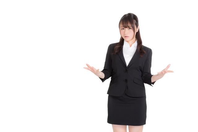 「なぜ?」という表情 ビジネススーツ 女性