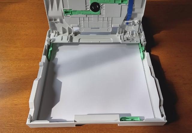 用紙トレイにA4用紙をセット brother DCP-J567N